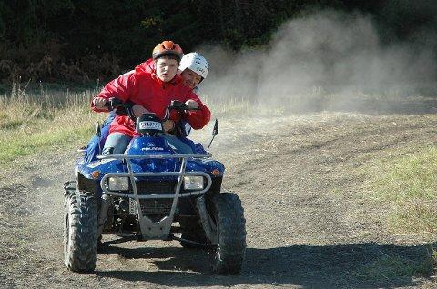 Christian Thon kjører med Jarle Eriksen som passasjer