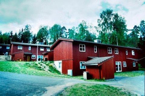 FORTID: Skiens kommunes Bakkane asylmottak i Skien i 1993. Eiendommen ble senere omgjort til private boliger. Nå ønsker utlendingsmyndighetene seg vekk fra  store, ghettopregede oppbevaringsanstalter.