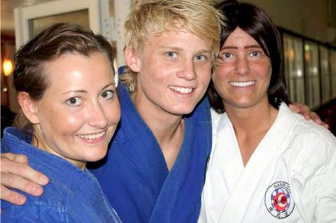 VINNER: Fredrik O. Hansen vant i både juirandori og kata. Her sammen med Henriette J. M. Mikalsen og Linda Risinggård.