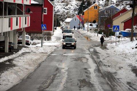 Det kjøres på fortauet i Freiveien, påpeker en beboer.