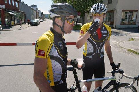 Yngvar Hansen (t.v.) og Erik Nordstoga syklet tempo i veteran-NM lørdag. Sølv til Yngvar og 16. plass til Erik.