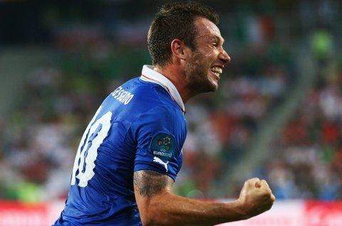 Antonio Cassano jubler etter å ha gitt Italia ledelsen 1-0.
