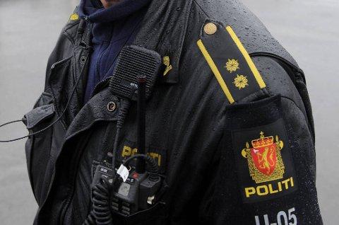 Mannskaper fra politiet, Røde Kors, Norsk Folkehjelp og Norske redningshunder har lett etter 84-åringen hele natt til lørdag uten resultat.