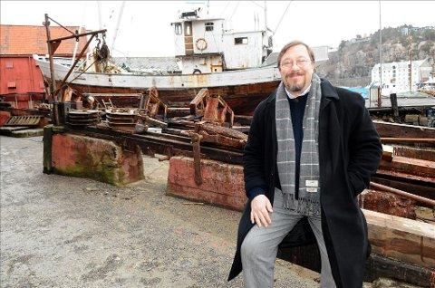 Den danske kjendiskokken James Price er med i den danske versjonen av TV-serien «Hvem tror du at du er». I dag er han i Kristiansund, på jakt etter sine røtter.