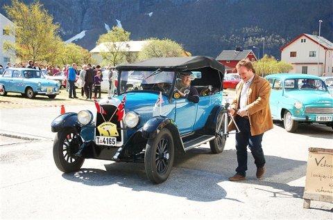 Oddvar Giklings Overland Whippet 1928-odell var først ute. Bak følger