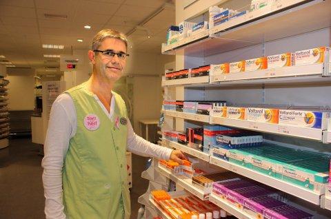 SMERTELINDRING: Apoteker Hans Petter Leer oppfatter ikke omsetningstallene for reseptfrie smertestillende som bekymringsverdige og beskriver Paracet som  et relativt ufarlig legemiddel med få bivirkninger.