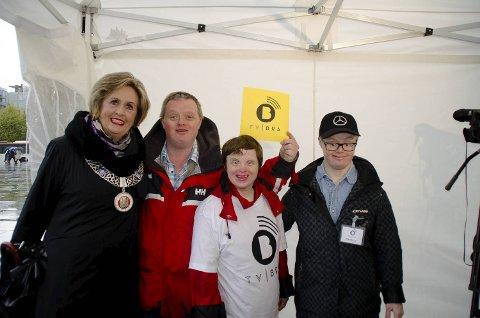 Trude Drevland deltok på lanseringsfesten. Her er hun sammen med Øyvind Løvås, Torill Haugland og Kenneth Hauge.