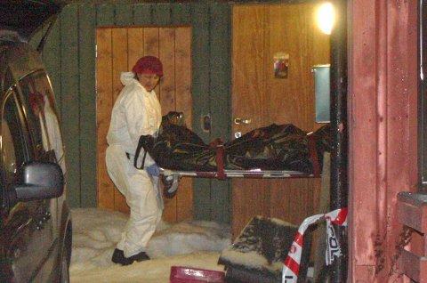 Mannen som ble drept julaften ble i 14-tiden båret ut av huset.