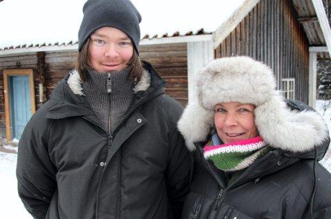 FIKSER ALT: Rekvisitør Jim André Taaje og produsent Christin Vaag Michelson sender en varm takk til alle odølinger som har gjort filminnspillingen mulig.