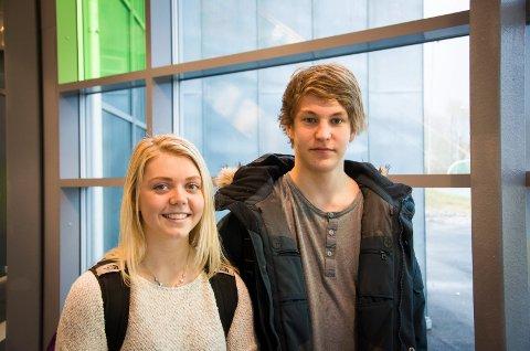 uvisse om påbud: Margit Sandem Fjellengen (17) og Eirik Ruud Søtorp (17) er fornøyd med refleksvestpåbudet.