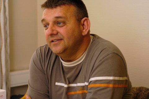Enhetsleder Enver Orucevic oppfordrer alle, som vil underholde på sykehjemmet, om å ta kontakt.