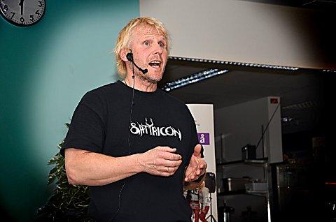 Snakker om rus: Lasse Steve ved politiet i Østfold foreleste om rus og narkotika for lærerne ved Askim videregående skole. Han dro blant annet inn erfaringer fra sitt eget arbeid som politiførstebetjent.