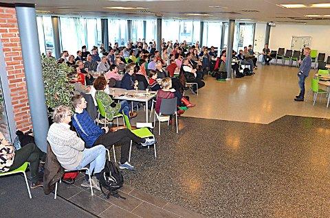 Godt oppmøte: 140 lærere fulgte med på Steves foredrag.