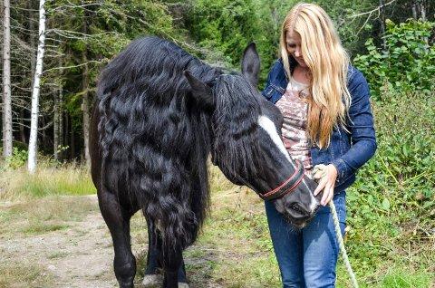 positive erfaringer: Siv Grethe Johansen er både psykolog og har jobbet med terapihester. Hun har forsket på bruken av hest i psykologisammenheng og har funnet ut at det gir svært god effekt for dem som sliter med den vanlige terapiformen. Mange har gode erfaringer med dyr, det igjen gir dem gode opplevelser under terapitimene.