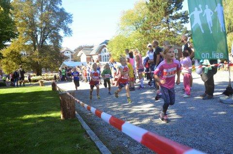 Løpere i barneklassen av Årungen rundt.