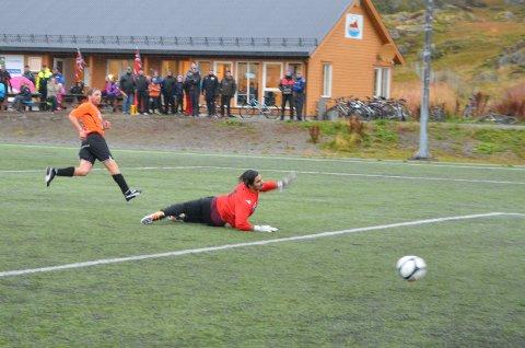 Pål Berg setter inn vinnermålet for Ballstad mot tabelltreer Harstad B, og sikret tre nye poeng.