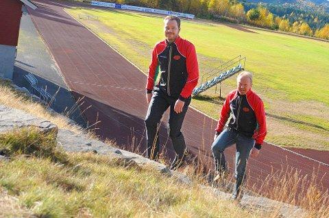 John Muggerud (foran) og Thomas Karlsen fra Modum Friidrettsklubb inviterer til Furumomila for 32. gang neste lørdag