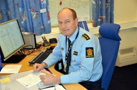 Tar et år til:: Lensmann Stein Arild Gjestemoen har takket jat til et år til som lensmann i Modum.