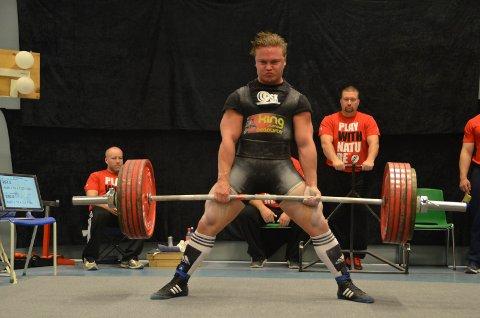 STERK: Jonas Dalby Mathisen fra Brandbu gikk til topps under junior-NM i styrkeløft. ALLE FOTO: Hanne Hagen Rotnes, Norges Styrkeløftforbund