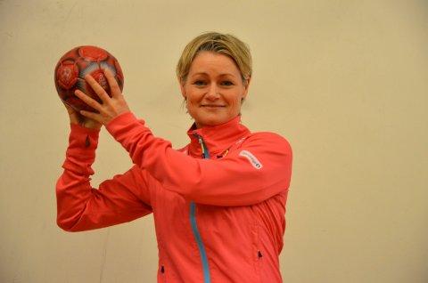 SJETTE MESTERSKAP: Janne Oppheim Søllesvik fra Harestua er eneste lokale deltaker under håndball-EM for kvinner i Ungarn og Kroatia.
