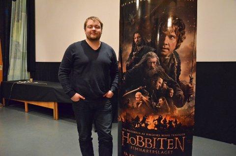"""Kinosjef John Andreas Lorentzen, tror mye av grunnen til at """"Hobbiten""""-suksessen er så stor, kommer fra magien """"Ringenes Herre""""-trilogien ga folk. (Foto: Einar Lohne Bjøru)."""