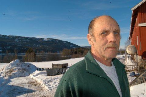 REDD VI FÅR SKYLDEN: ¿ Dersom vanneprøver viser at vannet ikke er rent, vil vi få pålagt restriksjoner, tror Kåre Stølan på gården Hesthammer.