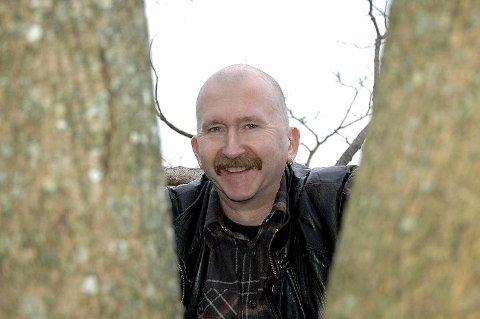 JUBILERER: Gard «Dutte» Strøm feirer 40 år som aktiv musiker i disse dager. Han feirer med å fortsette å spille. Han hadde betydelig mer hår da han startet i 1965.