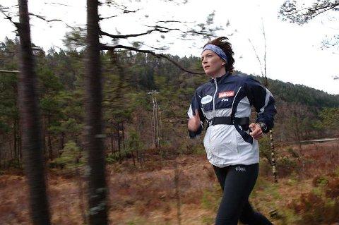 Magen til Kjersti Tysse Plätzer er godt synlig, og hun innrømmer at mange snur seg og ser etter henne på treningsturene.