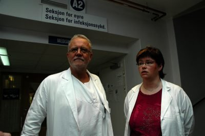 A2: Her på denne avdelingen hvor avdelingssjef Per G. Weydahl og divisjonsdirektør Tove Kreppen Jørgensen har tatt oppstilling, ligger flere av dem som er smittet.
