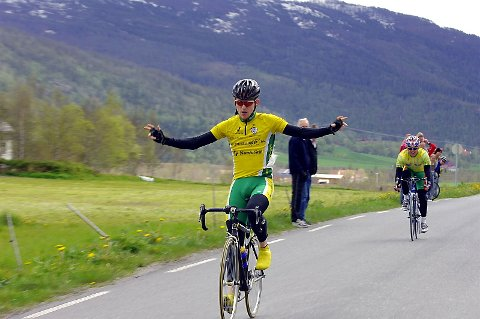 SPURTSEIER: Jan Tore Dahl slår Hugo Strand i spurten og vinner årets Vefsntråkk foran Hugo Strand. (Foto: Pål Leknes Hanssen)