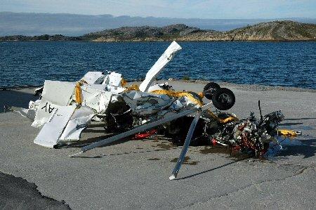 I dag skal havarikommisjonen for mikrofly undersøke vraket og flydelene for å finne årsaken til ulykken.