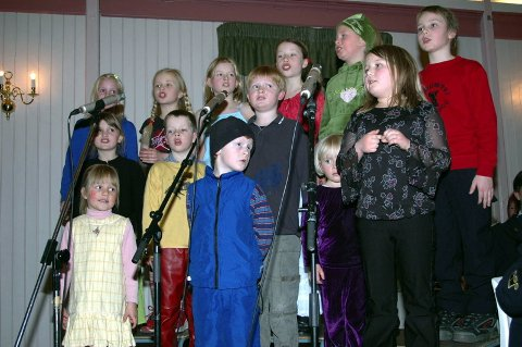 SMELTET HJERTENE: Barnekoret med røtter dypt inn i BMK satte følelsene i sving hos publikum da de framførte sanger av Astrid Lindgren sammen med korpset. (Foto: Kjell Inge Fosdahl)