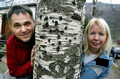 USIKKERT: Fremtiden til DRØM Mosjøen er uviss, men Anne-Brith Davidsen Schoonhoven (t.h) opplyser om at situasjonen skal avklares på mandag. Til venstre, Per-Arne Tøgersen . (Arkivfoto: Stine Skipnes)