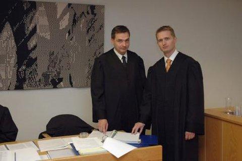 i retten: Politiadvokat Espen Jamissen er aktor og fører saken for påtalemyndigheten. Jan Kildahl (t.h.) er tiltaltes forsvarer. Tidligere var justisminister Knut Storberget Mysen-mannens forsvarer.