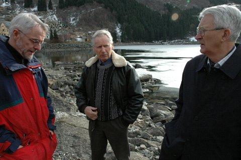 BRENN FOR HARDANGER SI HISTORIE. Tre av medlemane i nemnda for regionhistorie, frå v: Inge L. Reinsnos, Lars O. Bleie og Oddmund Hus.