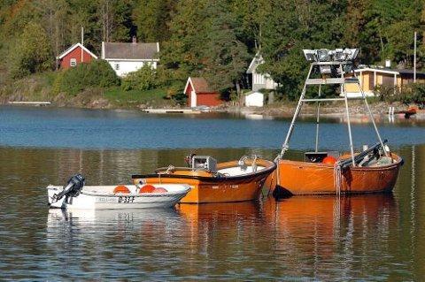 UTSTYRET I ORDEN: Lysfiskerne operer med kraftige lyskastere i jakten på havets sølv - silda