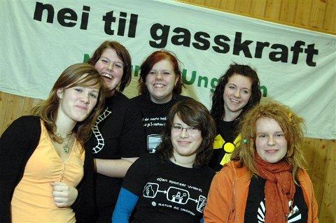På landsmøte i Fredrikstad: Eli Therese Folden (fra venstre), Eva Renate Garte, Kine Gyldenskog (lokallagsleder), Ane Kjersti Folden, Lise Staurnes (fylkesleder) og Ane Marte Rognskog. (Foto: Jo Straube/Natur og Ungdom)