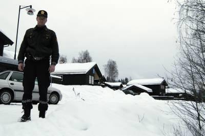 I en av hyttene til høyre på bildet ble den nå siktede mannen pågrepet i badstua, forteller politibetjent Torstein Øvstedal. (Foto: Terje Lisødegård).