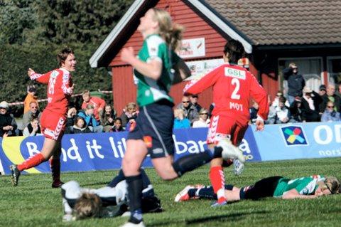 GOD: Ida Elise Enget scoret det første målet da Team Strømmen vant serieåpningen. FOTO KJELL INGE SØREIDE