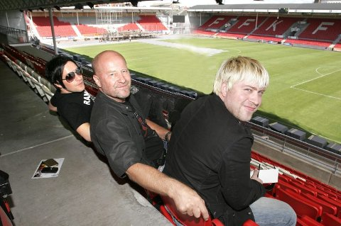 FAMILIETREFF: (F.v) Stephan Groth, Jan Groth, Jonas Groth spiller på Stadion i kveld. (Foto: Dagfinn Kristiansen)