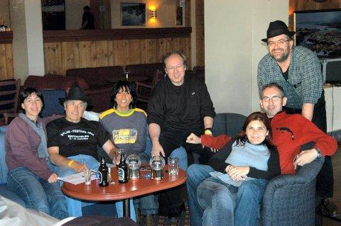 FERIE: Gymma, Pierre, Fara, Xavier, Eva, Felix og Christian reiste like godt på ferie i Norge for å få med seg enda en konsert med Elliot Murphy.