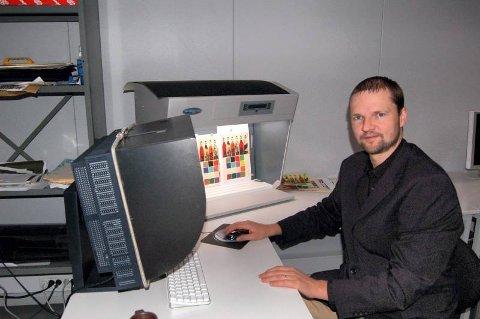 FORNØYD: Professor Jon Yngve Hardeberg er meget godt fornøyd med innvilgelsen av masterprogrammet Color in Informatics and Media Technology.Foto: Mina T. Watz