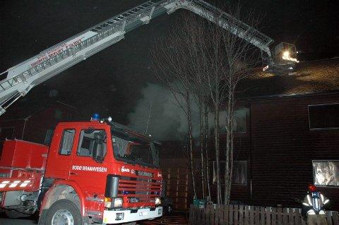 Brannårsak. Natt til søndag tok det til å brenne i andre etasje i denne boligen i Parkveien i Bodø. Nå tror politiet at brannårsaken er funnet.Foto: Inger Anne Lillebø
