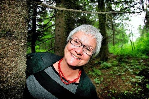 Gleder seg: Psykolog Ingunn Skre gleder seg til høsten, og håper flere med henne benytter anledningen til en tur i skog og mark. Foto: Torgrim Rath Olsen, Nordlys/ANB