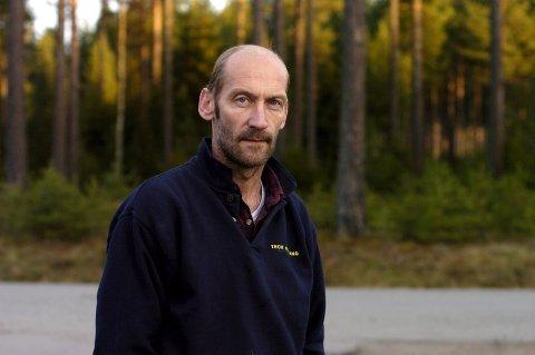 Hans Gomnæs utlover dusør til de som kommer med informasjon omkring mishandlingen av hunden som ble funnet død