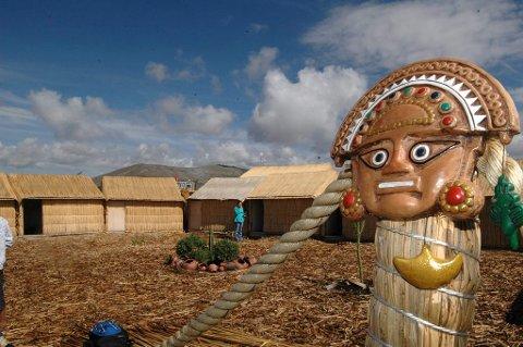 Tumi: Det er ikk Kon-Tiki som beskytter de overnattende på en av sivøyene, men Tumi - inkaenes medisingud.