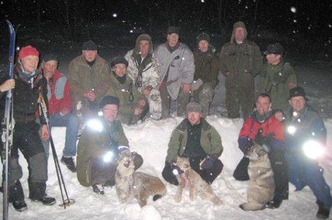 Her er jaktlaget fra evenes og Tjeldsund som deltok i jakten på de to gaupene på Tjeldøya fredag.