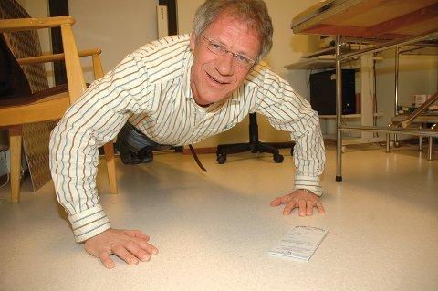 Lars Sørumshagen, leder i allmennlegeutvalget i Modum, maner til aktivitet. - Jeg tror vi sparer masse sykepenger på at vi leger skriver ut frisklivsresepter, sier han. I Modum ble det i 2008 skrevet ut 277 slike resepter, over hundre flere enn i 2007.