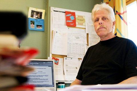 SJOKK: Rektor ved Fjerdingby barneskole, Torleiv Flystveit, sørger etter å ha fått den triste beskjeden om drukningen i dag. FOTO: BENJAMIN A. WARD