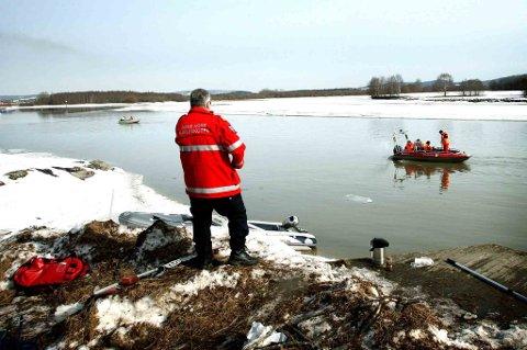 UTVIDET: Letemannskapet har utvidet søket fra der gutten falt i vannet og sørover til Flateby.